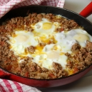 Pan with Mince, Tomato and Eggs